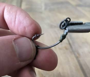 best carp rigs for beginners - ronnie rig - step 7