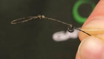 carp rig for beginners - pop up rig step 3