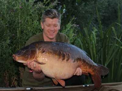 best uk carp fishing holidays - cherry lakes