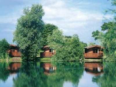 best uk carp fishing holidays - woodlakes park